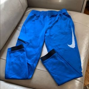 Nike Boys joggers with pockets, size L